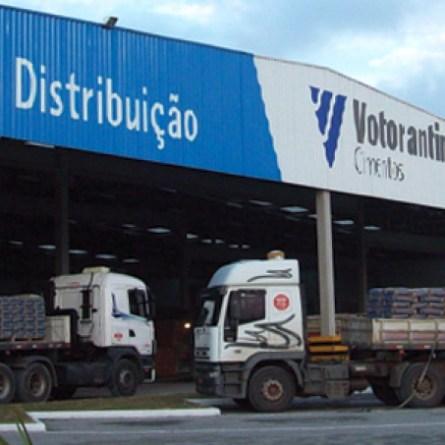 Justiça proíbe Votorantim Cimentos de carregar caminhões com excesso de peso