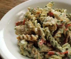 Salada de macarrão com frango
