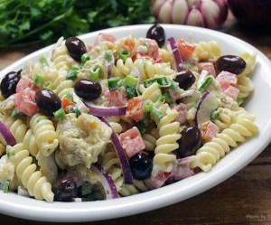 Salada de bacalhau com macarrão