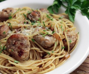 Espaguete com linguiça e alho