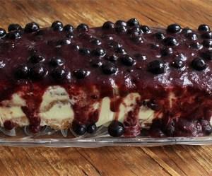 Torta de panetone com frutas