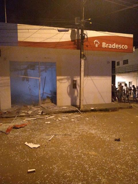 Baixada Maranhense – Homens fortemente armados explodem agência do Bradesco em Penalva