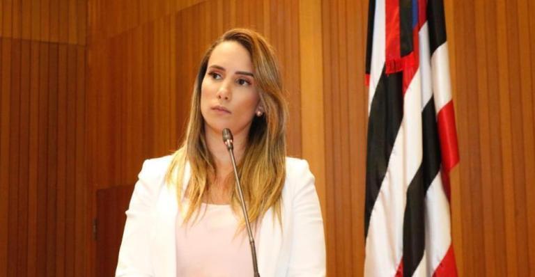 JUNTOS – Luciano Genésio aumentou a taxa de iluminação pública e Thaiza Hortegal vota contra o projeto Anticorte