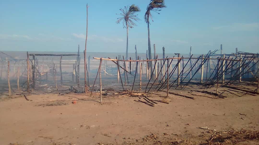 Urgente – Bares da praia de Itapeua em Cajapió são incendiados, vejam as fotos