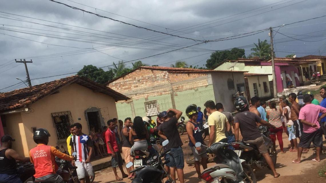 Urgente – Bandidos tomam motocicleta de assalto e baleiam proprietário na tarde desta segunda-feira (06) em Pinheiro