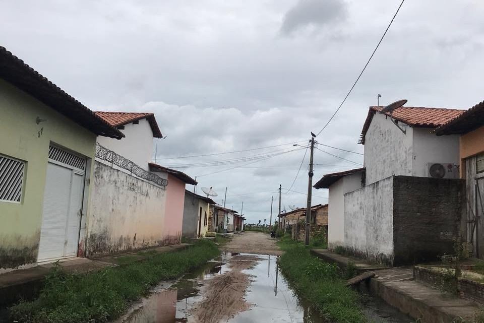 Moradora faz desabafo e chama a atenção do prefeito Zezildo Almeida para abandono de rua no bairro boa esperança em Santa Helena