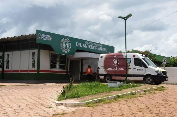 """Vídeo chocante – """"Meu pai está morrendo por falta de oxigênio que não tem no hospital"""" – diz filho de paciente que faleceu no Antenor Abreu em Pinheiro"""
