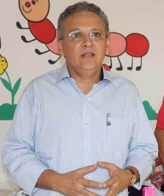 Mesmo já tendo recebido mais de meio milhão de reais para a compra de merenda escolar, prefeito Zezildo Almeida insiste em não distribuir kits de alimentação para os alunos