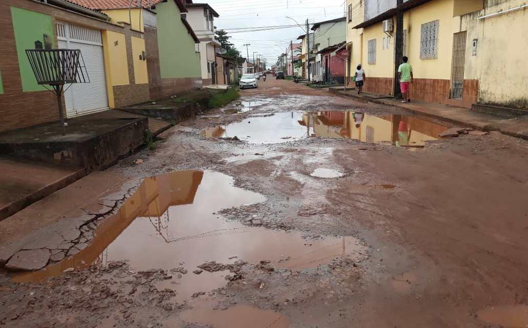 Veja o vídeo – Vereador Riba do Bom Viver solicita melhoramento da rua Américo Gonçalves, que se encontra em situação precária no centro de Pinheiro