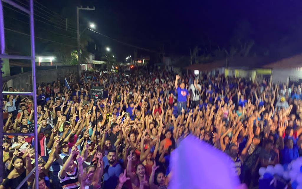 Onda azul – Leonardo Sá arrasta multidão em comício realizado na noite deste sábado (31), em Pacas