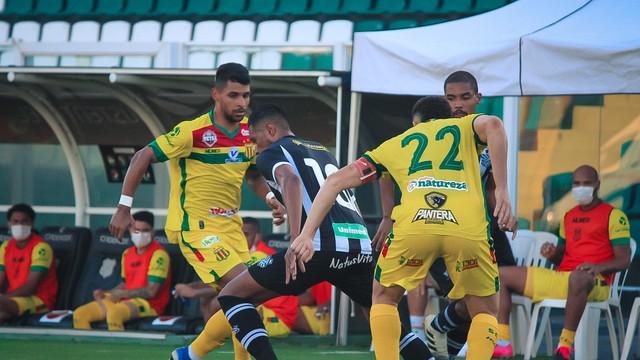 Com gol do final, Sampaio vira para cima do Figueirense e se mantém no G-4 da Série B