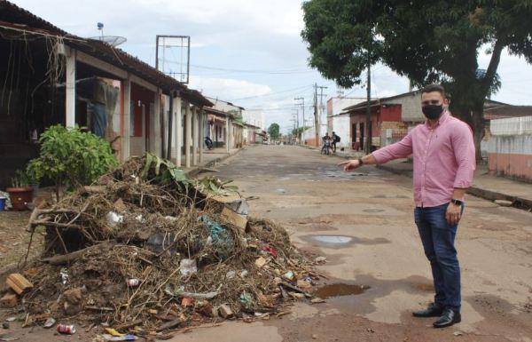 Santa Helena – Com a ineficiência do governo Zezildo Almeida, vereador denuncia acúmulo de lixo na rua Alexandre Costa