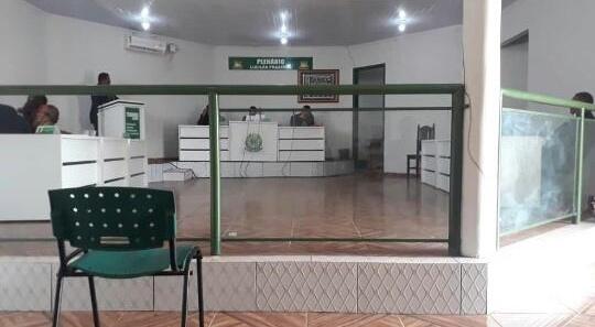 Presidente da Câmara de Central do Maranhão vai comprar canetas por quase R$ 50 reais a unidade