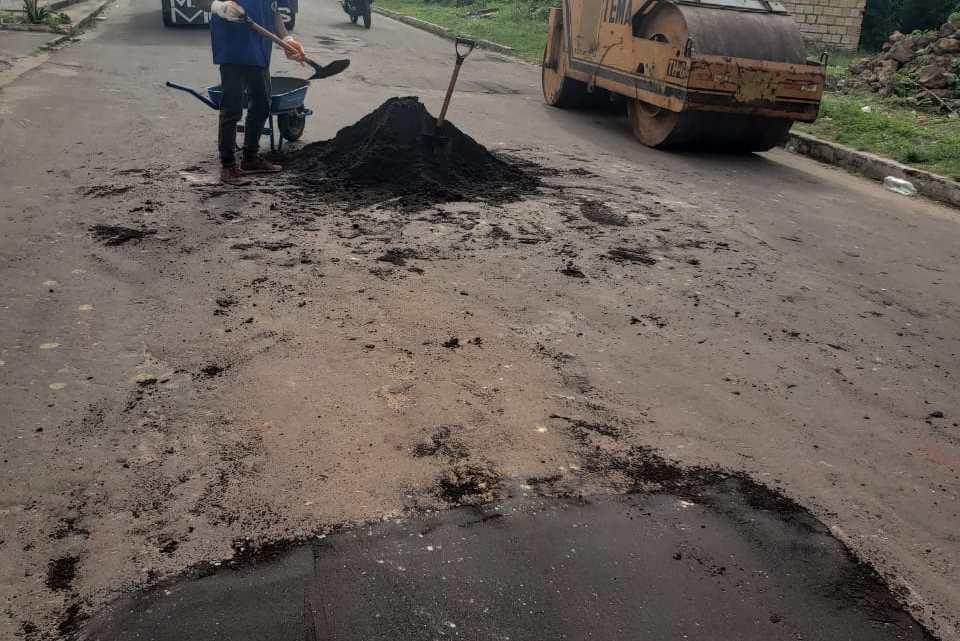Prefeitura de Porto Rico, inicia revitalização de ruas com reasfaltamento na sede do Município