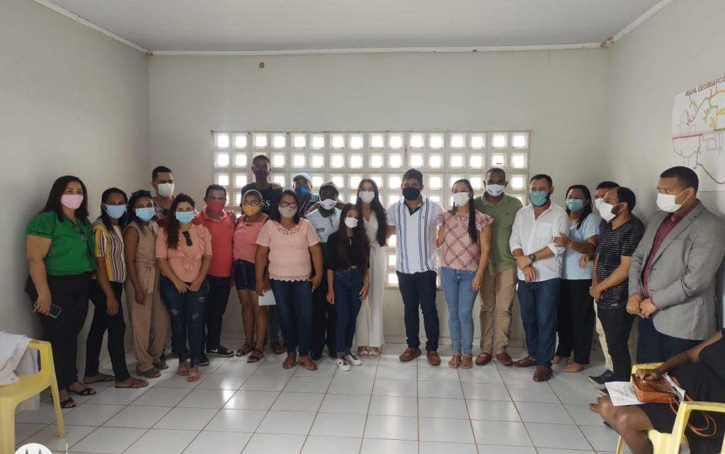 Pedro do Rosário – Acompanhado da sua comitiva, prefeito Toca Serra visita escola do povoado Santa Tereza