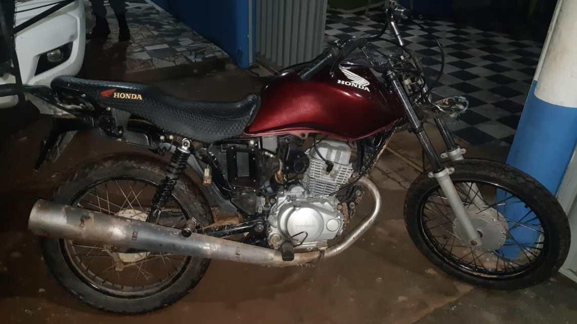 Polícia Militar recupera motocicleta com restrição de roubo no Município de Pedro do Rosário, na noite desta quarta-feira (09)