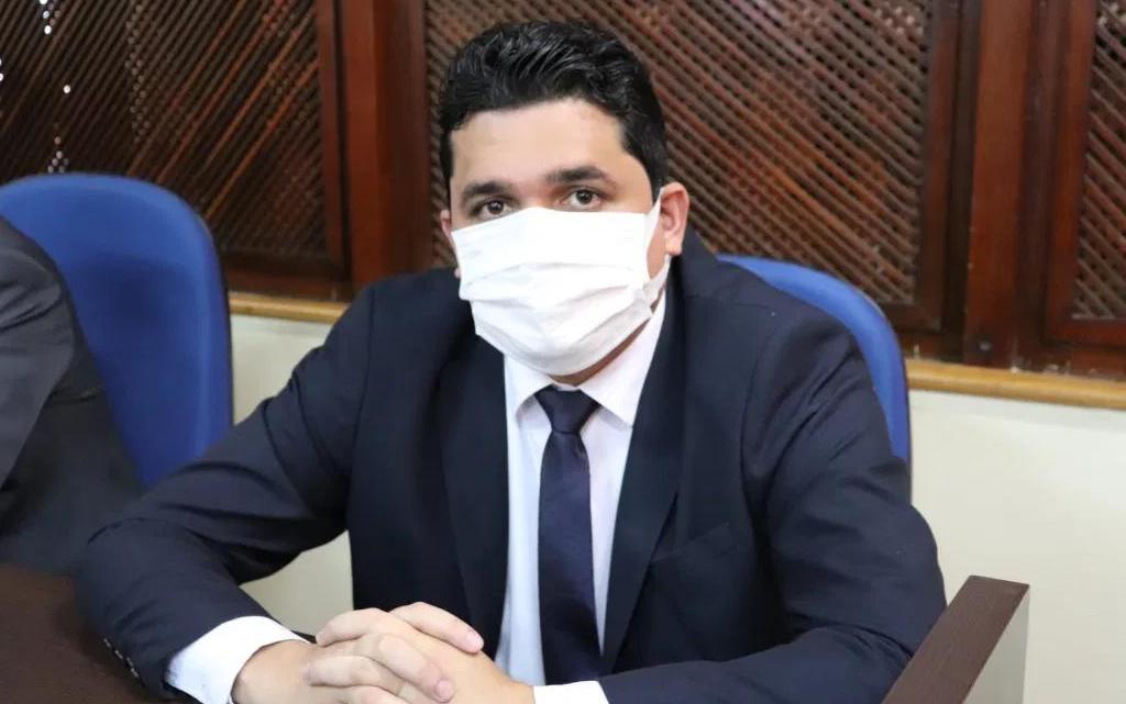 Compromissado com o povo, vereador Felipe de Chicão vota pela aprovação do projeto do executivo que faz doação de terreno para construção do hospital do câncer em Pinheiro