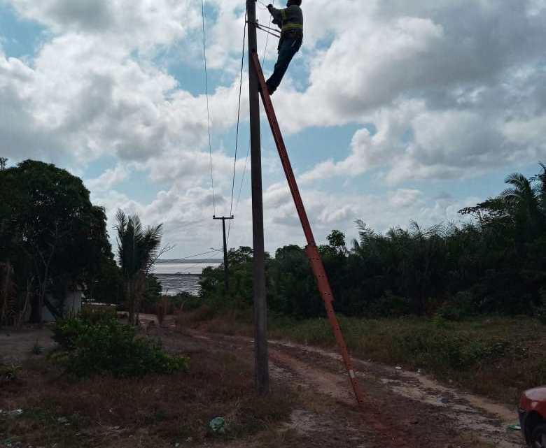 Promessa feita, promessa cumprida – Com recursos próprios, Presidente da Câmara Guterres Filho, recupera iluminação pública do povoado Itapuaua zona rural de Alcântara