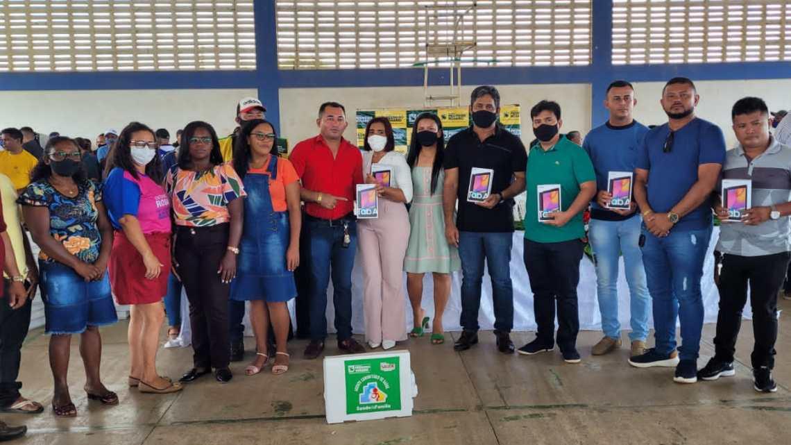 Prefeitura de Pedro do Rosário, entrega tablets e fardamento para os Agentes de Saúde do Município