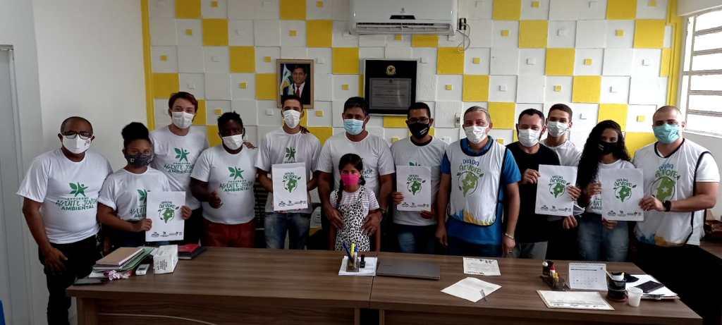 Prefeito Toca Serra participa das comemorações do dia da Árvore, com entrega de Cartões aos Agentes Jovens Ambientais e plantio de Árvores