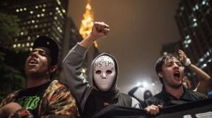 11jun2013---estudantes-protestam-contra-aumenta-da-tarifa-de-onibus-e-metro-em-sao-paulo-sp-durante-manifestacao-na-noite-desta-terca-feira-na-avenida-paulista-zona-central-da-cidade-o-valor-da-1371062946723_1920x1080