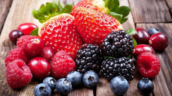 Aproveite a época e os benefícios das frutas vermelhas