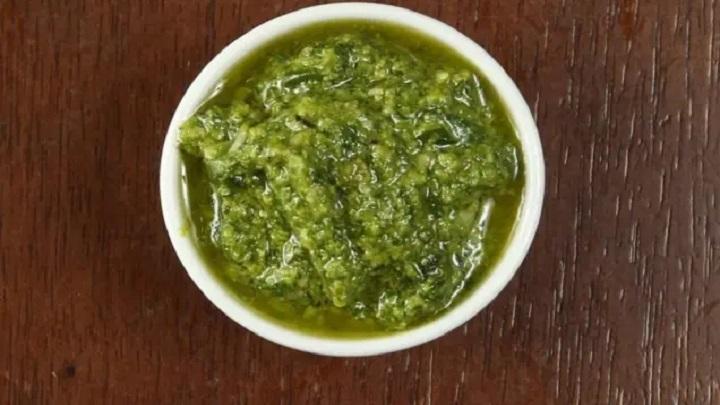 Aprenda a fazer um delicioso pesto de azeitonas verdes
