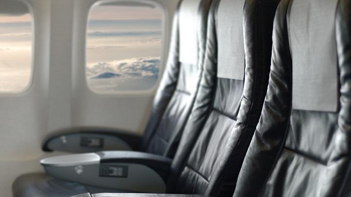 Dica de Viagem: antes de viajar sempre limpe o seu assento no avião