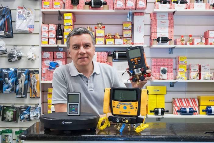 Eduardo Silva, diretor geral da Polipartes, loja de peças e acessórios de refrigeração e ar condicionado do Rio de Janeiro