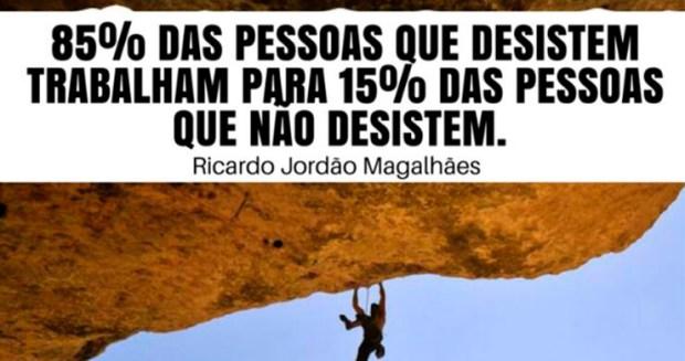 85% das pessoas que desistem trabalham para 15% das pessoas que nunca desistem.