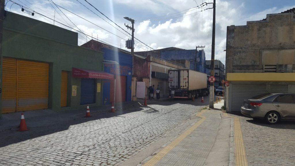 FOTOS IMAGENS-Carreta para acomodar corpos da rebelião de Alcaçuz chega ao ITEP