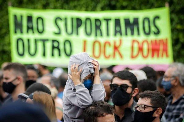 Em Brasília, manifestantes vão à casa do governador protestar contra lockdown