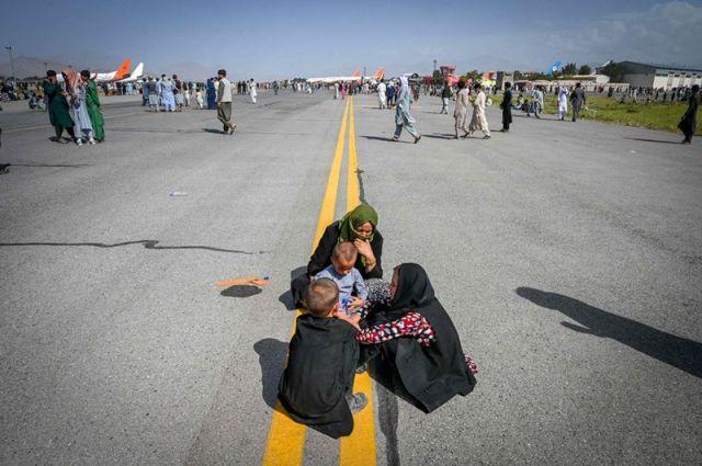 Afeganistão: os restos mortais em trem de pouso de avião dos EUA