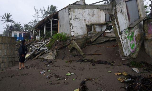 Ao menos 7 morrem após passagem de furacão no México