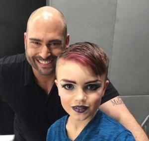 Ethan e seu maquiador