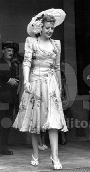 2118 Mme Eva Peron en visite a Paris a l occasion de la signature du traite commercial Franco argentin en 1947 Credit : Rue des Archives/AGIP 18, rue Le Bua 75020 Paris France