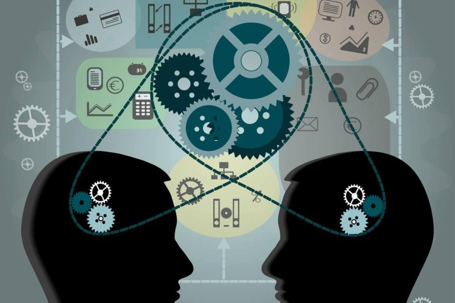desenho de dois vultos com um sistema de engrenagens saindo da cabeça de um para o outro, simbolizando troca de conhecimento sobre people skills e empreeendedorismo