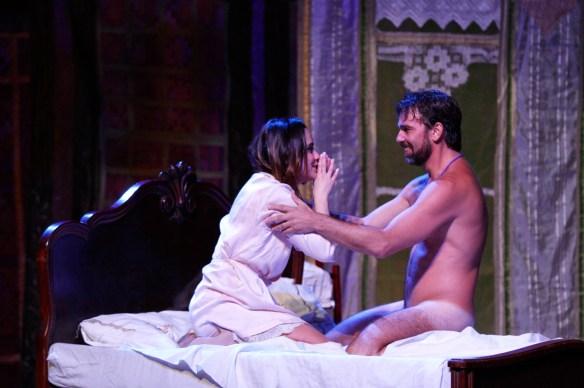 Flor e Vadinho na cama do Teatro Alberto Maranhão