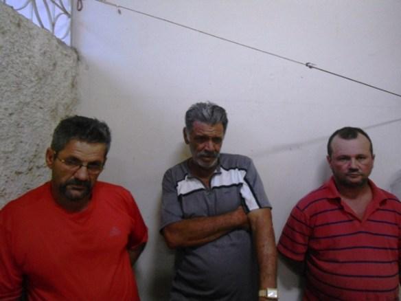 Os três suspeitos de utilizar dinheiro falso