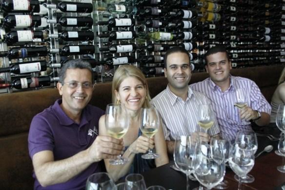 Jaime Teixeira, Tasia Chaves, Roger Chaves e Rilder Chaves são os donos da Vinhedos