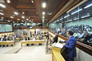 Deputado Ezequiel em discurso na cerimnônia de homenagens na Assembleia RN