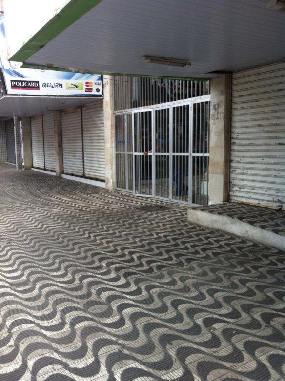 Galeria do edifício Barão do Rio Branco, na Princesa Isabel, fechada antes das 16h desta sexta-feira.