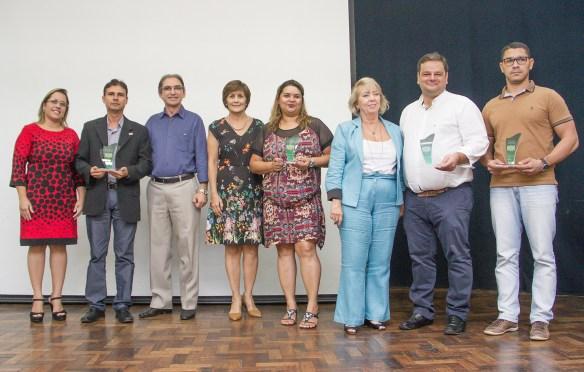Presidente e diretores do Sistema Fecomércio RN entregam homenagens as empresas doadoras de alimentos