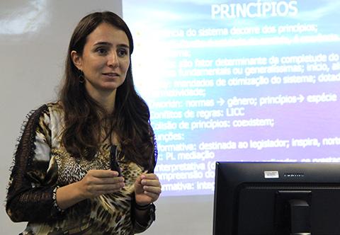 Juíza Aline Fabiana Campos Pereira
