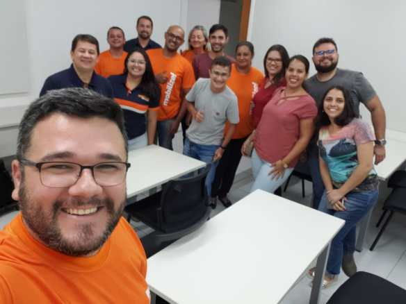 Janiel Hercílio faz selfie após aula na Escola de Vereadores de Natal