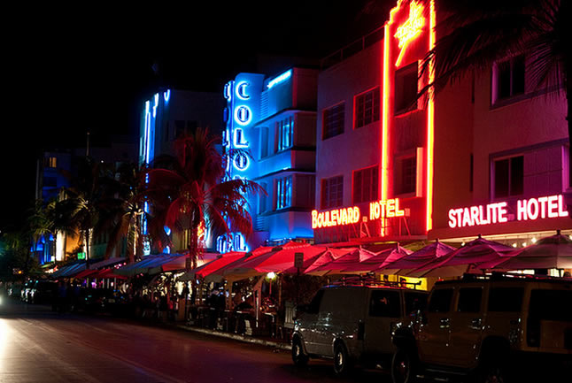 A noite e as baladas em Miami Beach