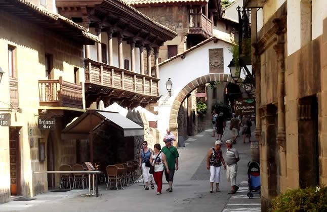 Roteiro em Barcelona: Poble Espanyol – uma Espanha inteira dentro de uma vila