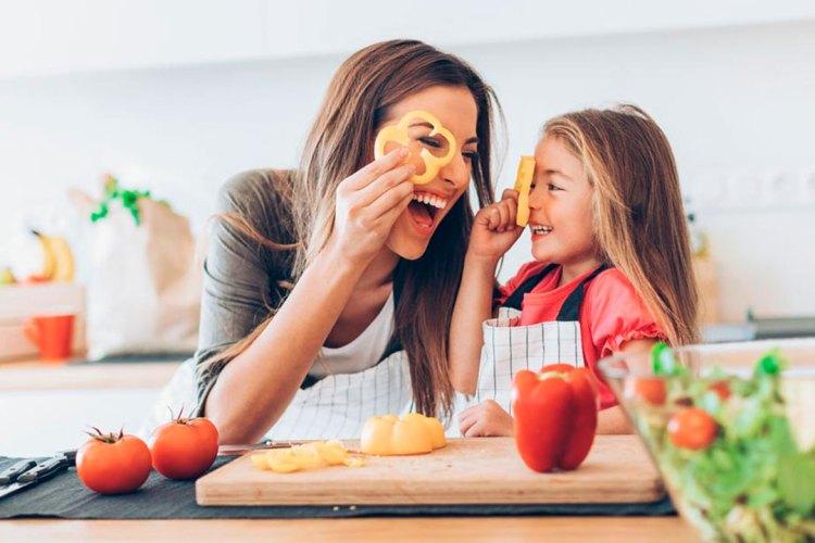Qué enseñar a los niños para que aprendan a comer sano