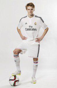 Ødegaard en la camiseta de Los Blancos