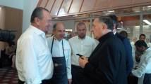 Mons. De Scalzi parla con Gilles Bragard, presidente e fondatore del Club des Chefs des Chefs